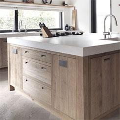 Afbeelding van keuken kasten die kunnen worden vervangen voor keukenrenovatie.