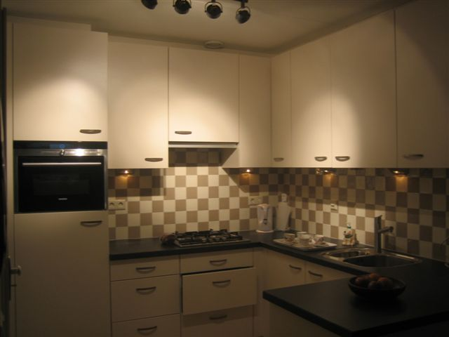 Demontage van oude keuken en plaatsing van nieuwe keuken